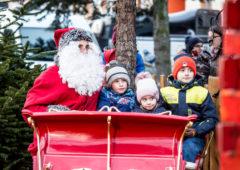 Zdjęcie: Mikołaj sunie saniami Rawy ulicami